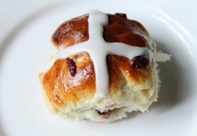 Hot Cross Buns with Powdered Sugar Glaze