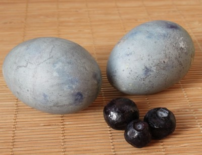 Natural Easter Egg Dyes - Blueberries