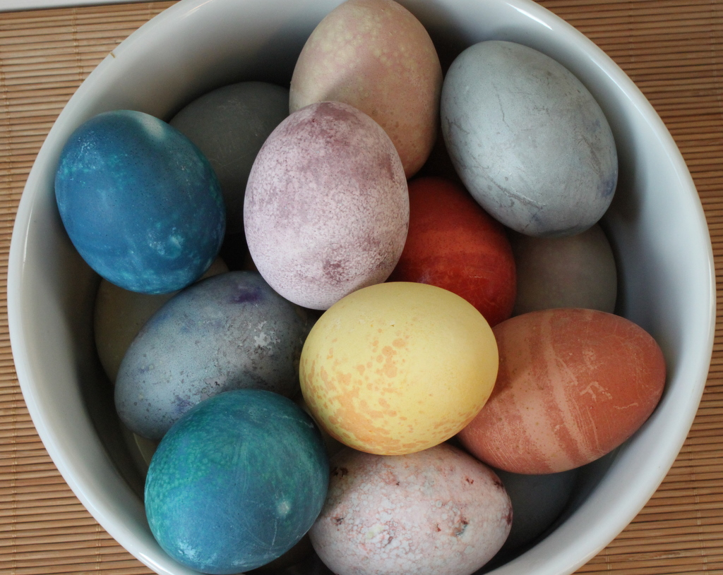 natural beauty of fruits, vegetables and spices: dye your Easter eggs ...