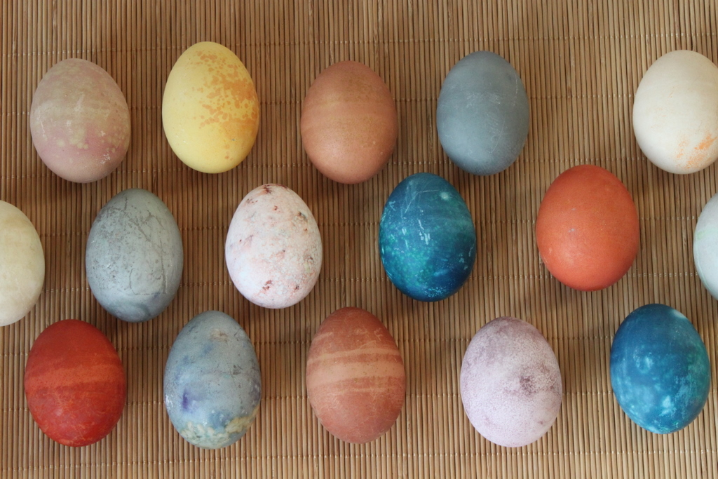 Natural Easter Egg Dyes | Itsy Bitsy Foodies